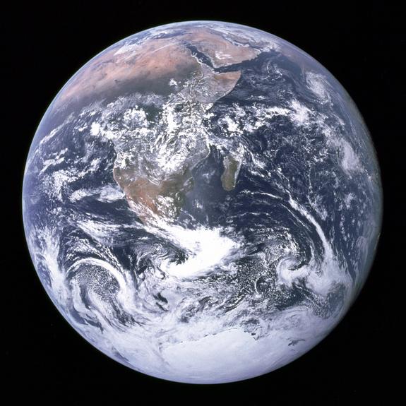 earth-space-apollo