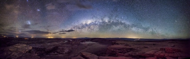 Milky-Way-over-Moon-Valley-900px-by-Rafael-Defavari